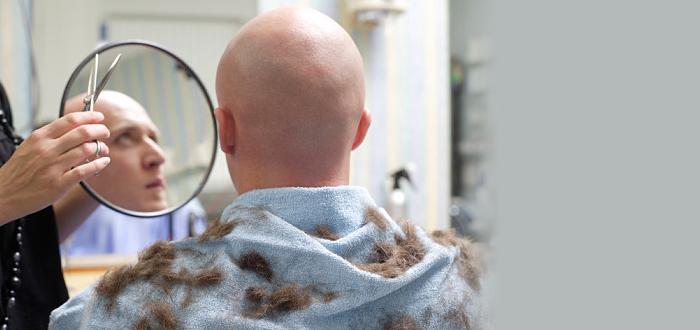 Стрижка наголо машинкой в парикмахерской видео