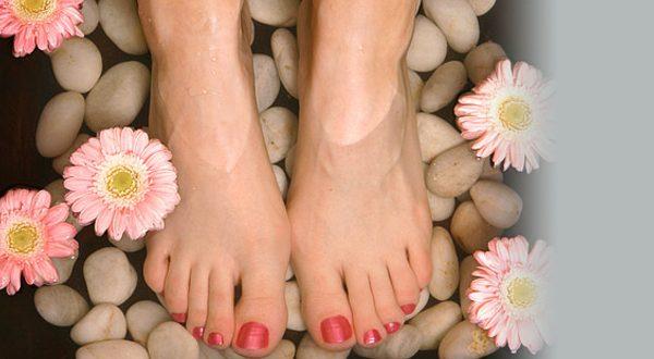 Укрепление ногтей цветным биогелем на ногах