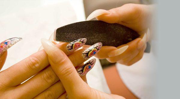Запиливание границ искусственных ногтей